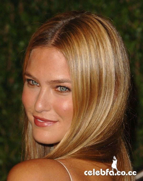 عکس لخت زهره http://celebfa2.wordpress.com/2010/03/09/bar-refaeli-vanity-fair-party/