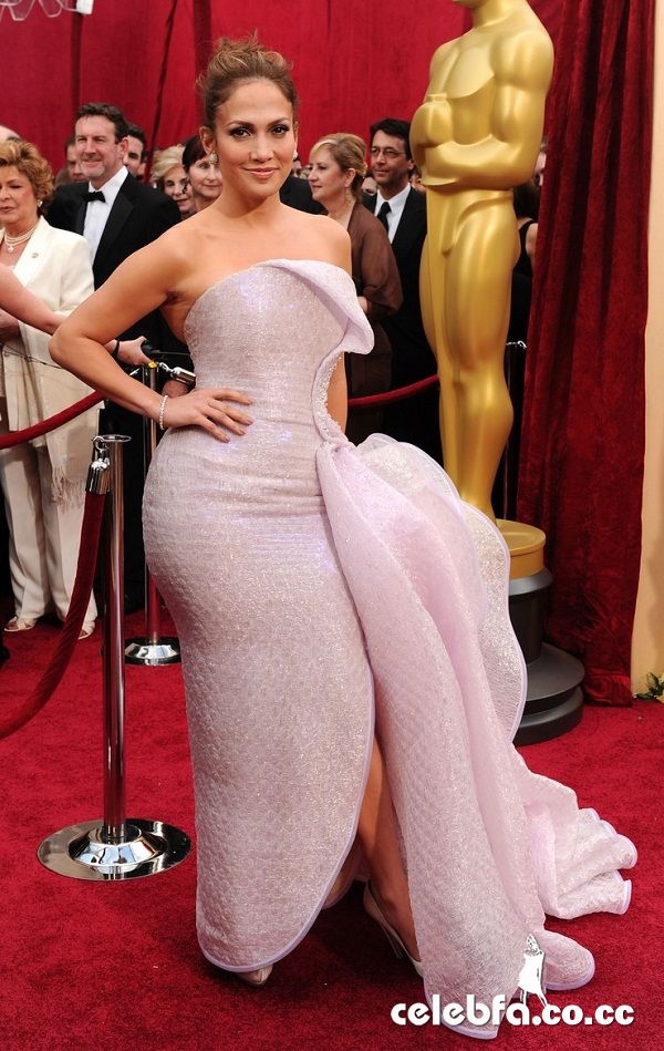 کون جنیفر لوبز http://celebfa2.wordpress.com/2010/03/08/jennifer-lopez-oscars-2010-red-carpet/