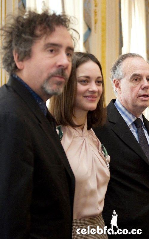 نشان هنر و ادبیات فرانسه برای ماریون کوتیارد و تیم برتون/www.ak3fa.ir