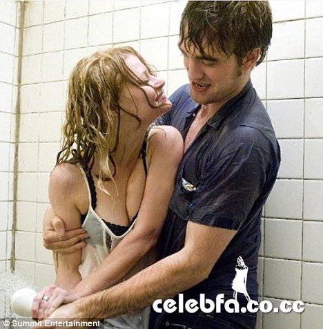 اکران فیلم عاشقانه رابرت پتینسون و امیلی د راوین Remember ...