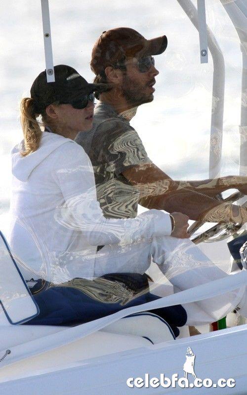 جدیدترین عکس های انریکه ایگلسیاس و آنا کورنیکوا در ساحل میامی | Www.ParsLand.Mihanblog.Com
