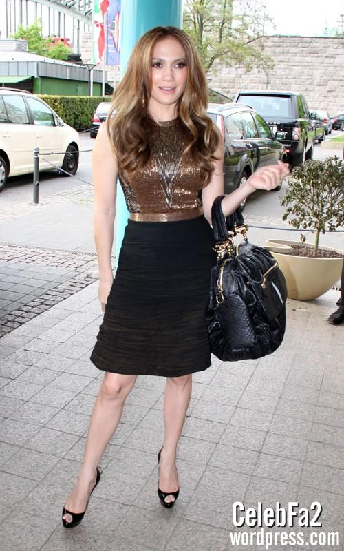 عکس سوپر جنیفر لوپز http://celebfa2.wordpress.com/2010/04/30/jennifer-lopez-at-her-hotel-in-cologne-germany/
