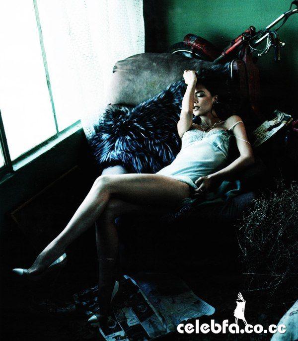 ویکتوریا بکهام مجله Vogue مه 2010